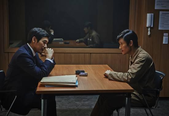 老千技术_电影讲述了孤注一掷的花斗赌徒们和一个老千的华丽技术和致命欲望