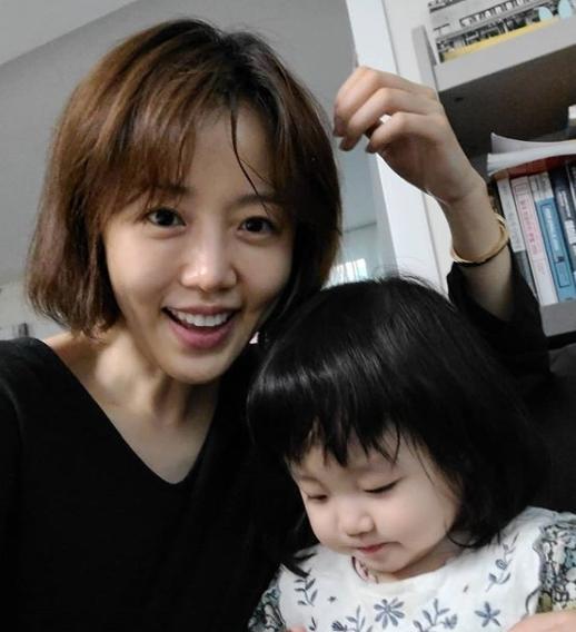 """이하정 """"딸 유담이 앞머리 자르니까 ♥정준호 '둘이 쌍둥이냐'고"""" [★해시태그]"""